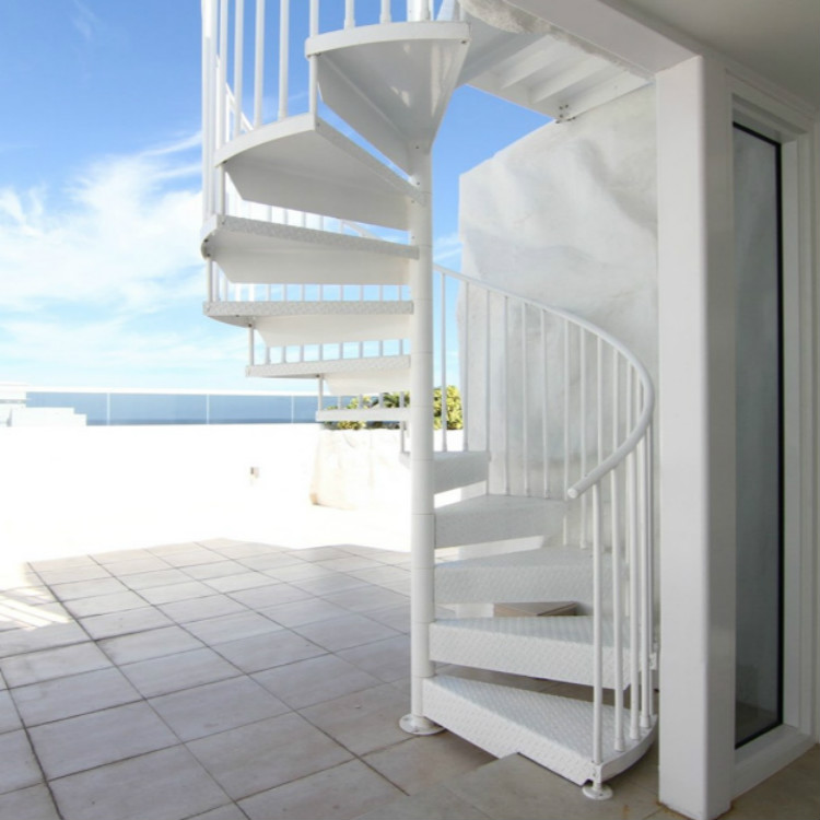 Aluminum Deck Spiral Staircase In White Powder Coated