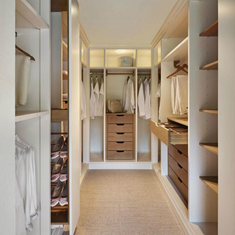 Modern White Lacquer Door Walk in Robe